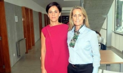 Izda.: la coordinadora de las jornadas, Marián Fernández, con Theresa Zabell . // Rafa Vázquez