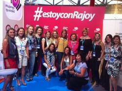 Ana Mato, Carmen Fúnez, Paula Gómez-ASngulo, y asociadas de Mujeres en Igualdad de Málaga