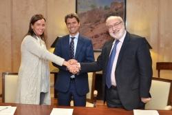 De izquierda a derecha: Carmen Fúnez, Secretaria General de Mujeres en Igualdad; Enrique Hernández Bento, Subsecretario de Industria, Energía y Turismo; y Fernando Bayón Mariné, Director Gal de la Fundación EOI.