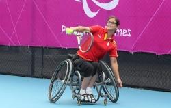 Lola Ochoa, jugadora de tenis, abanderada del equipo español paralímpico