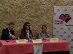 Carmen Fúnez junto con Subdelegado del G., Juan José Primo, y la Pta. Mujeres en Igualdad Córdoba, Marian Aguilar