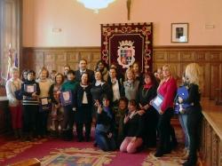 Las usuarias del programa junto al alcalde de Palencia, Alfonso Polanco